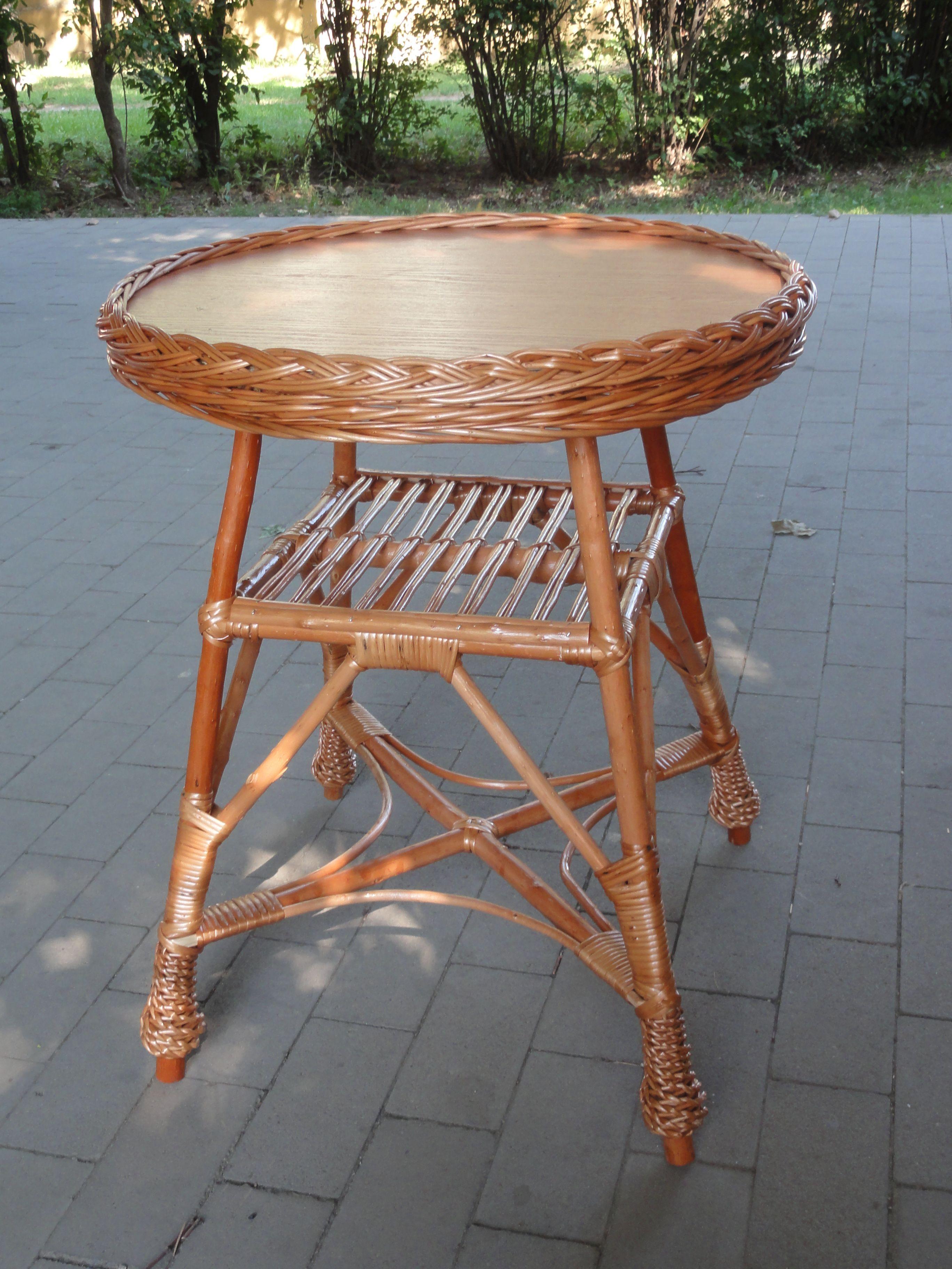 stolik z wikliny